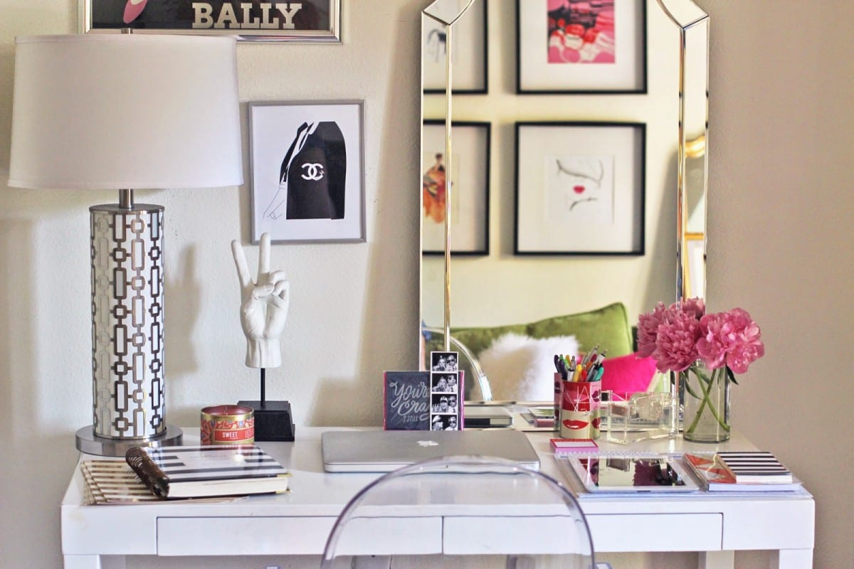 Make your desk your favorite place with these essential - Work office decorating ideas pictures ...